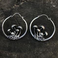 mushroom hoop earrings with snails Cute Jewelry, Jewelry Accessories, Jewelry Box, Jewelery, Silver Jewelry, Jewelry Design, Bridal Accessories, Wedding Jewelry, Hoop Earrings