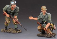 World War II German Army SS033A Battle Group Normandy - Made by Thomas Gunn Military Miniatures and Models. Factory made, hand assembled, painted and boxed in a padded decorative box. Excellent gift for the enthusiast.