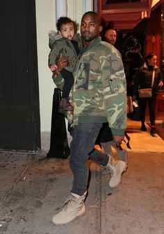celeb-style-kanye-north-west Hi, I'm with my daddy. Yes decked out with baby girl boots, green bomber. Today I chose to where my hair in it's nature state. Viernes Casual, Kanye Yeezy, Kanye West Style, Baby Girl Boots, Kim And Kanye, Kool Kids, Urban Outfits, Casual Outfits, Fine Men