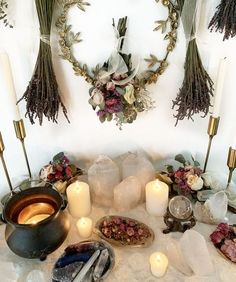 Autel Wiccan, Wiccan Decor, Pagan Altar, Magick, Witch Alter, Witch Room, Meditation Room Decor, Crystal Altar, Crystal Room