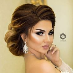 Get the perfect idea that will make your beauty eternal by Smokey Eye Makeup for Brown Eyes - Picture Tutorial. Bridal Hair Buns, Bridal Hair And Makeup, Hair Makeup, Makeup Hairstyle, Hairstyle Ideas, Natural Hair Styles, Long Hair Styles, Pinterest Hair, Bride Hairstyles