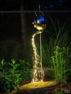 DIY Spilling Solar Lights Teapot Lights Easy, budget friendly and one of a kind DIY backyard ornament and landscape lights Upcycled teapot Step-by-step tutorial for DIY spilling solar lights Teapot solar lights DIY whimsical garden lights Be Garden Crafts, Garden Projects, Garden Ideas, Garden Diy On A Budget, Unique Garden Decor, Diy Projects, Solar Licht, Solar Light Crafts, Diy Solar