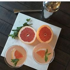 Grapefruit Cocktail recipe! 1 vodka, 1 part grapefruit juice, top with champagne, garnish with mint! #happyhour #drink #drinkrecipe
