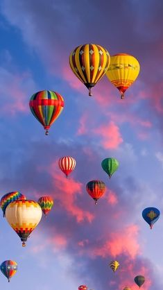 Uploaded by Find images and videos on We Heart It - the app to get lost in what you love. Ballons Photography, Nature Photography, Balloon Rides, Hot Air Balloon, Nature Wallpaper, Wallpaper Backgrounds, Wallpapers, Balloon Pictures, Oeuvre D'art