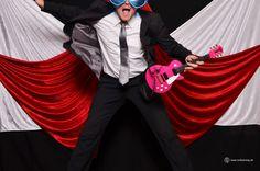 Die #Photobooth darf auf keiner #Hochzeit fehlen! Der Spaß ist garantiert! Ich baue als Photobooth ein komplettes #mobiles Fotostudio auf, mit einem Koffer voller echter #Requisiten...