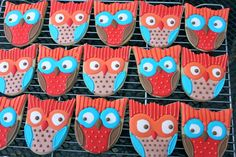 Georgeous owl cookies using tulip cookie cutter. Clever!