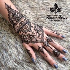 Bridal Henna On Hands http://www.maharaniweddings.com/gallery/photo/88610