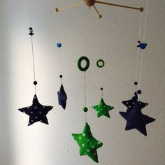 Mobile mit blau-grünen Sternen | Levi's Baby and Kids Store / Baby mobile stars and dots