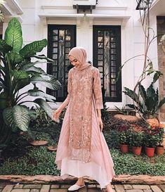 Model Dress brukat untuk lebaran 2020 – N&D – Hijab Fashion 2020 Kebaya Modern Hijab, Model Kebaya Modern, Kebaya Hijab, Kebaya Dress, Dress Pesta, Kebaya Muslim, Muslim Dress, Dress Muslim Modern, Dress Brokat Modern