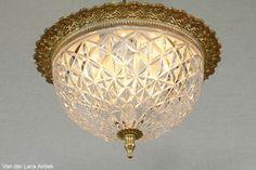 Klassieke plafonniere 25491 bij Van der Lans Antiek. Bekijk al onze lampen op www.lansantiek.com Chandelier, Ceiling Lights, Lighting, Home Decor, Mirrors, Candelabra, Decoration Home, Room Decor, Chandeliers