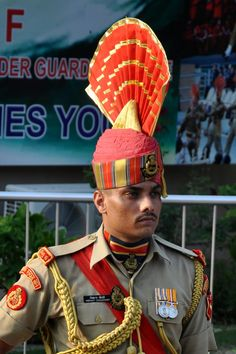 Indian music, fierce march and long procession of strength and style will electrify the atmosphere. See the dramatic face-off between India and Pakistan. India Pakistan Border, Hd Wallpapers 1080p, Indian Music, Amritsar, Indian Army, Top Of The World, Asia Travel, Cool Places To Visit, The Good Place