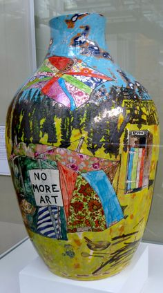 Grayson Perry - I could include all of Grayson Perry's wonderful pots here, but I restrained myself. Luckily, he doesn't! Ceramic Clay, Ceramic Pottery, Pottery Art, Grayson Perry Art, Political Art, English Artists, China Art, Abstract, Artwork
