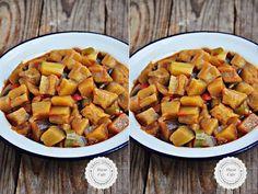 Kolay Çiğden Patlıcan Yemeği Patlıcanın en basit pratik hali bu yemek.Her şeyi çiğden tencereye yerleştir ve kısık ateşte zeytinyağıyla pişir,bu kadar.Lezzetli olduğu kadar,sağlıklı da bir yemek.Yaz boyuncada çok sık yapıyorum. Çok sevmeme rağmen patlıcan kızardığında,midemi çok rahatsız ediyor.Bu yüzden genelde patlıcandan tencere yemekleri yapıyorum veya fırında az yağlı kızartıyorum ama benim yemelere doyamadığım ,en enRead More