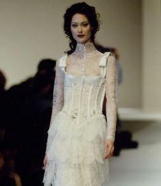 Shalom Harlow, 90s Fashion, Runway Fashion, High Fashion, Bold Fashion, Valentino, Colourful Outfits, Dream Dress, Pretty Outfits
