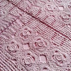 Revestimento Flore na cor Frapê de Uva #Suvinil #revestimento #tile #concreto #interiordesign #instadecor #instadesign #walldecor #decor #maski #renda #croche #design #tricô #handmade