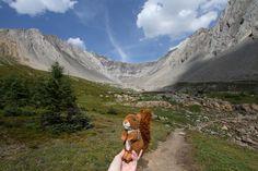 https://flic.kr/p/xu7Bwy   Kananaskis   Ptarmigan Cirque, Kananaskis country #mascot #mascotte #travelingmascot #travellingmascot #DexterLEcureuil #DexterTheSquirrel #peluche #stuffedanimal #Canada