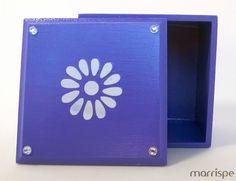 Caixa lilás em mdf com estêncil de flor #artesanato #decoracao #arte #estencil #decor #pintura #mimos