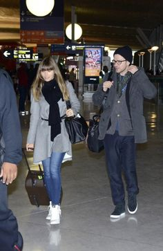 Justin Timberlake and Jessica Biel at Roissy airport. Paris #airport #celebrity #style #fashion #actress #actor #looks #travel