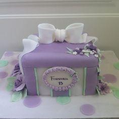 Torta pacco regalo / fiori - Le torte di Camilla Jesholt Buffatti