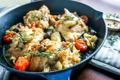 This chicken basque is a one-pot dish that will fill your home with incredible aromas. The delicious flavors will have you dreaming of visiting Italy. One Pot Dishes, Main Dishes, Basque Food, Cooking For Three, Boneless Skinless Chicken Thighs, One Pan Meals, Meal Planner, Cherry Tomatoes