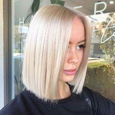 Blonde Lob Hair, Short Platinum Blonde Hair, Bright Blonde Hair, Blonde Hair Looks, Bleach Blonde Hair, Short Blonde, Platinum Blonde Hairstyles, Blonde Hair Colour, Platinum Bob