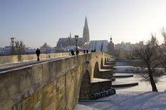 Regensburg Steinerne Bruecke ueber die Donau