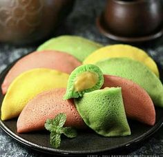 all dessert, cake and food Indonesian Desserts, Asian Desserts, Indonesian Food, Cake Recipes, Snack Recipes, Dessert Recipes, Cooking Recipes, Soft Bread Recipe, Crepes And Waffles