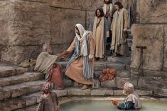 El paralítico de Betesda Después de estas cosas había una fiesta de los judíos, y subió Jesús a Jerusalén. Y hay en Jerusalén, cerca de la …