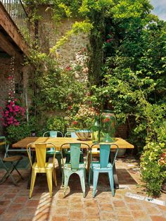 Love the floor tiles and the greenery for the garden. They could also be used for the front garden.