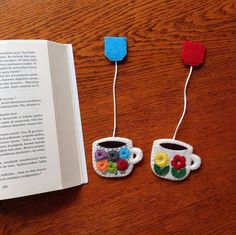 Kitap Ayraçları Whatsapp 0545 839 41 10 #bookmark#felt#flowers#handmade#coffee#keçe#kitapayraci#okumasaati#çiçek#kahve#hediyelik Easy Arts And Crafts, Crafts To Make, Crafts For Kids, Diy Christmas Ornaments, Homemade Christmas, Felt Phone Cases, Craft Presents, Felt Bookmark, Felt Coasters