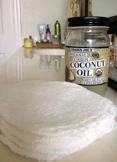 Cleaning your skin with coconut oil