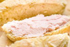 La mousse di prosciutto cotto e philadelphia è una preparazione cremosa e vellutata, da preparare anche con prosciutto crudo o ricotta. Ecco la ricetta