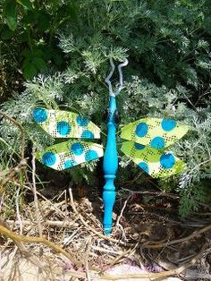 Upcycle ceiling fan blades into giant dragonflies pinterest 40 upcycled garden ornaments idea box by the hometalk team fan blade dragonflydragonfly aloadofball Image collections