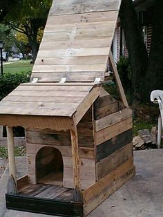 Rustic Pallet Dog House Sioux Head to and Dog houses
