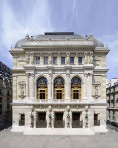 Opera comique, Paris - this is where the gypsies almost had us. Architecture Parisienne, Architecture Classique, Neoclassical Architecture, Baroque Architecture, Paris France, Fachada Colonial, Architecture Cool, Classic Building, Belle Villa