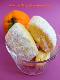 Des biscuits parfumés à l\'orange parfaits pour accompagnerune tasse de thé ou de café.On peut remplacer l\'orange par du citron.Ingrédients :4 jaunes d??ufs4 oranges moyennes200 g de sucres190 g d\'huile neutre800 g de farines2 sachets de...