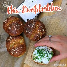 Our simple low-carb recipe for low-carb chia protein rolls. Quick and easy to cook and perfect for a diet without carbohydrates to lose weight. Informations About Low-Carb Chia Eiweißbrötchen Pin … Healthy Dessert Recipes, Detox Recipes, Low Carb Recipes, Healthy Protein, Protein Foods, Ensalada Cobb, Law Carb, Carb Alternatives, Chia