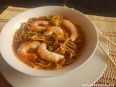 sopa de fideos chinos con gambas