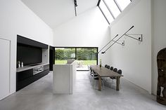 Black and white contrast + concreet floor