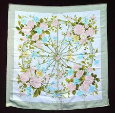 """HERMES Foulard en soie """"ROMANTIQUE"""" à décor floral sur fond crème Bordure verte (tâches) - Aguttes - 11/12/2012"""