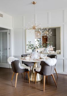 20 Timeless Farmhouse Dining Room Design and Decor Ideas that are Simply Charming Dining Room Decor Charming Decor Design Dining Farmhouse Ideas Room Simply TIMELESS Farmhouse Dining Room Lighting, Dining Room Wall Decor, Dining Room Design, Dining Room Furniture, Dining Chairs, Room Decor, Industrial Dining, Farmhouse Table, Dining Lighting
