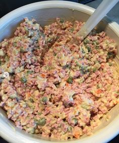 vlassky salat-priprava Slovak Recipes, Czech Recipes, Ethnic Recipes, Fried Rice, Pasta Salad, Food And Drink, Meat, Chicken, Cooking