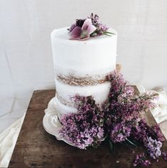 Spring Wedding Cakes / Botanically Inspired http://thelane.com (instagram: the_lane) semi-naked single tiered tall cake with lillies