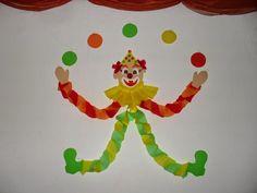 Mielőtt bárki is megjegyezné, hogy már elmúlt, szólok előre, hogy én is tudom. Iskolánkban azonban az elmúlt hetekben annyi egyéb program v... Diy And Crafts, Crafts For Kids, Arts And Crafts, Send In The Clowns, Animation, Cover Pages, Mardi Gras, Dinosaur Stuffed Animal, Kindergarten