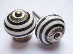 103 Porseleinen kastknop Wit met zwarte strepen