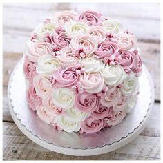 Stunning cake by Stunning cake by Related posts: Simple and Stunning Cake Decorating Techniques Wow what a stunning wedding cake Atemberaubender Kuchen von Stunning girls birthday cake Pretty Birthday Cakes, Pretty Cakes, Cute Cakes, Elegant Birthday Cakes, Birthday Sheet Cakes, Cake Decorating Techniques, Cake Decorating Tips, Birthday Cake Decorating, Beautiful Wedding Cakes
