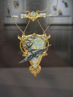 OMG!!! The book 'Imperishable Beauty, Art Nouveau Jewelry' published by MFA Publications, Museum of Fine Arts, Boston, does not attribute this to Lalique, but to Victor Gerard, c.1900. Photo: Art Nouveau jewellery exhibit, MFA by candyschwartz, via Flickr.