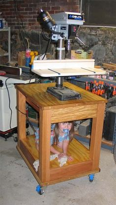 Drill press table - by firemedic @ LumberJocks.com ~ woodworking community Woodworking Drill Press, Woodworking Workshop, Woodworking Projects, Woodworking Jigs, Diy Workshop, Garage Workshop, Drill Press Table, Tool Shop, Carpentry