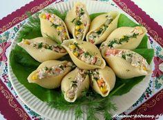 """Udostępnij27 +1 Tweetnij Przypnij558 Stumble UdostępnijUdostępnień 585Muszle makaronowe nadziewane tuńczykiem Są lubianą przekąską na wszelkiego typu przyjęciach. Na jedną imprez domowych przygotowałam właśnie muszle makaronowe nadziewane tuńczykiem z dodatkiem jajek, papryki, ogórka kiszonego, sera żółtego oraz kukurydzy. Powiem wam, że zrobiły furorę wśród gości. Podoba mi się, że jest to tzw. """"przekąska na raz"""". Ilość ..."""