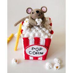 SnapWidget | Le votazioni sono ancora in corso! E Steno continua a rubare popcorn. Voting is still open! And Steno is still stealing popcorn. How cute is this!